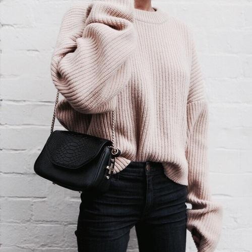 Zimowa stylizacja z beżowym swetrem