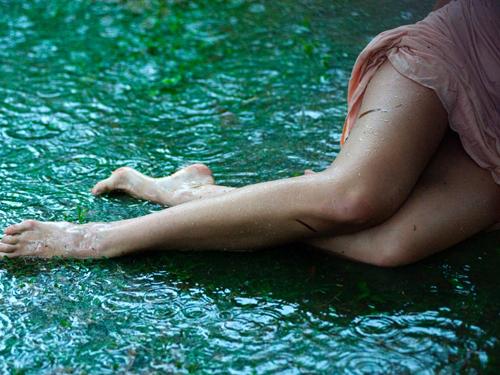 Sprawdzone sposoby na idealne golenie nóg