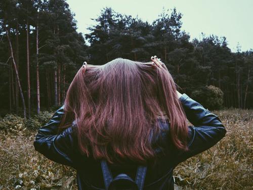 sposoby na splątane włosy