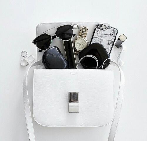 Zastanawiasz się co inne dziewczyny noszą w swoich torebkach? Specjalnie dla Ciebie wypytałyśmy je o to!
