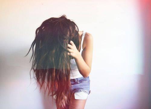 Jak zamaskować tłuste włosy?