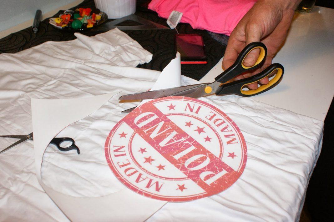 Jak zrobić prasowankę na koszulce?