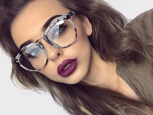 Jak ładnie wyglądać w okularach?