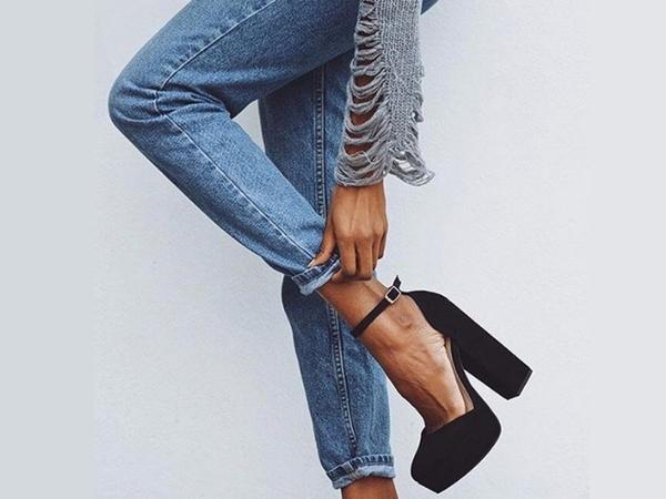 Z czym połączyć jeansy typu mom fit?
