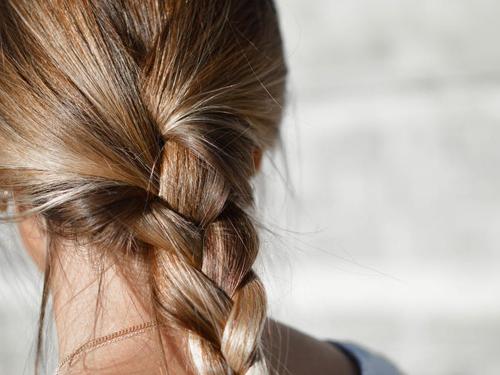 Bezpieczne rozjaśnianie włosów naturalnymi sposobami