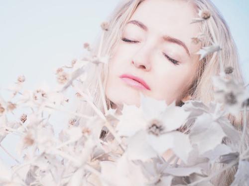 Wszystko, co musisz wiedzieć o zabiegu oczyszczania twarzy