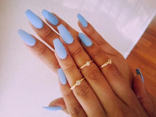 Wady i zalety posiadania długich paznokci