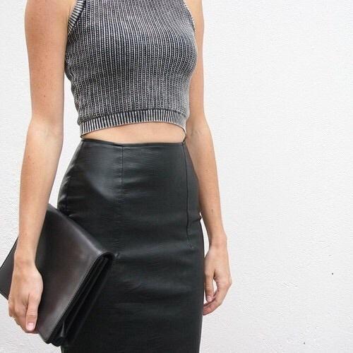 Modne stylizacje z czarną spódnicą