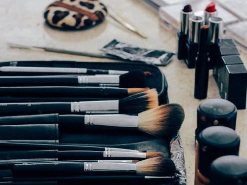Jak poprawnie czyścić pędzle do makijażu?