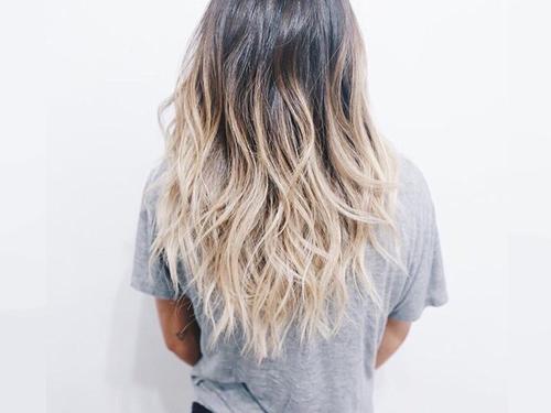 Jak samemu pofarbować końcówki włosów w domu
