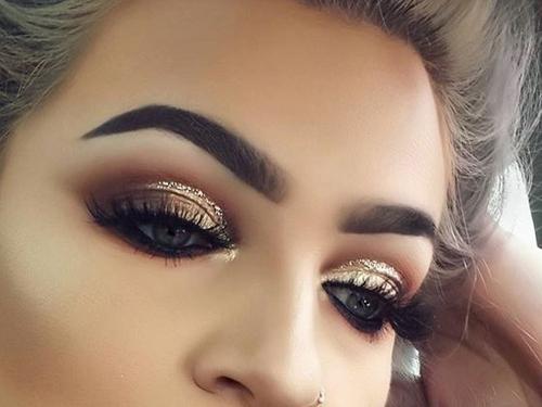 błędy w makijażu brwi