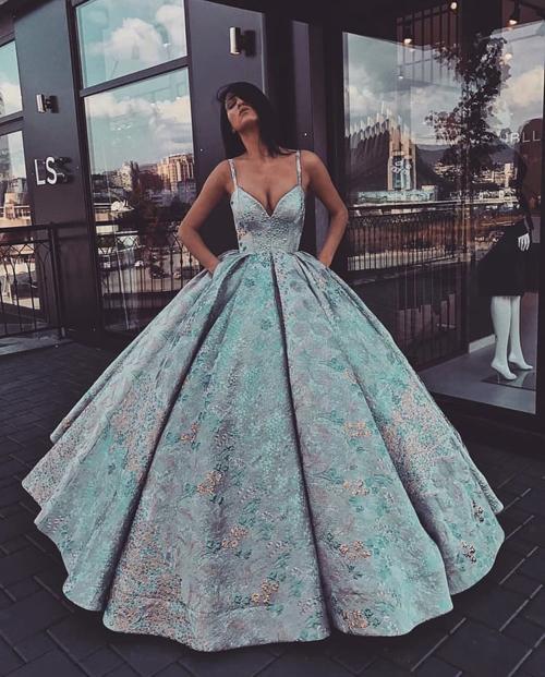 69985df94d Przepiękne sukienki