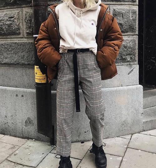 stylizacje ze spodniami w kratę