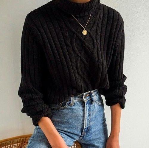 stylizacje z czarnym swetrem