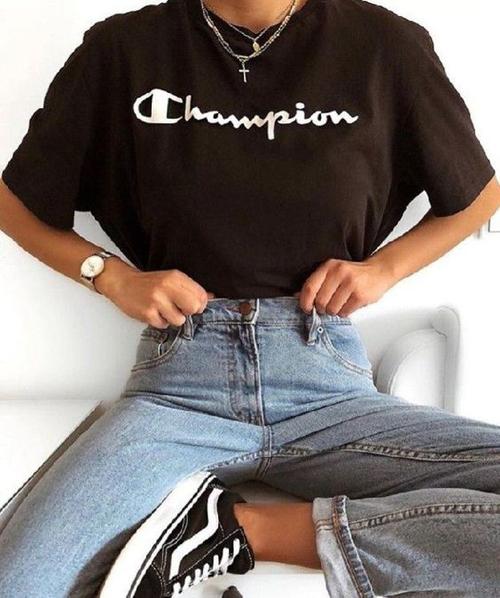 Stylizacje z ubraniami marki Champion
