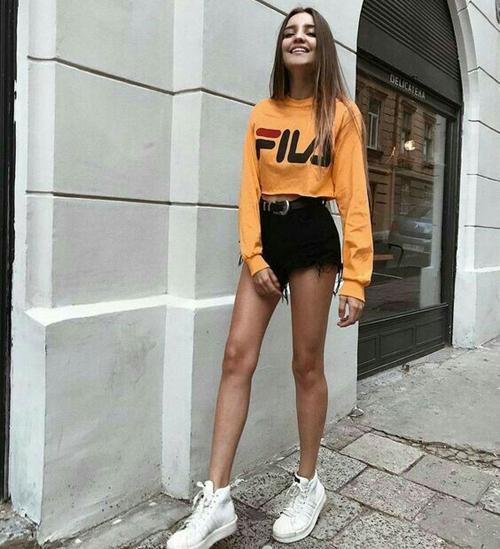 Stylizacje z ubraniami marki Fila