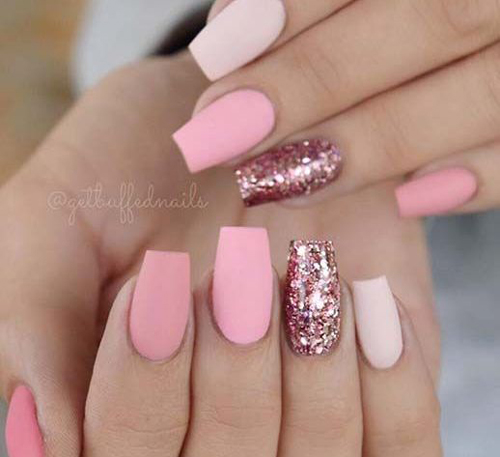 pomysły na różowe paznokcie