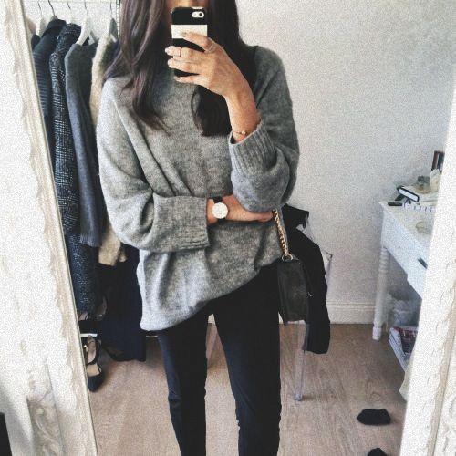 stylówki z szarym swetrem