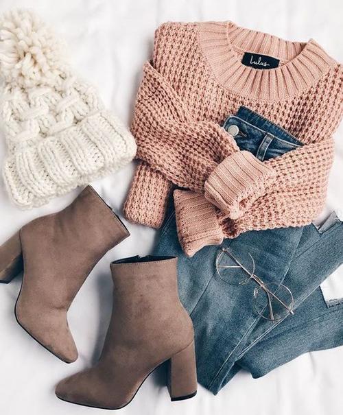 stylówki z różowym swetrem