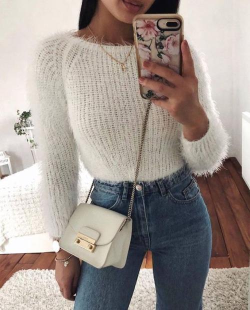 stylówki z białym swetrem