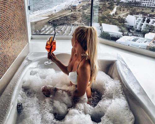 Relaksująca kąpiel z dodatkami