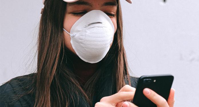 Jak dbać o swój smartfon i zachowywać go w czystości w czasach koronawirusa