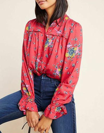 stylizacje z kwiecistą koszulą