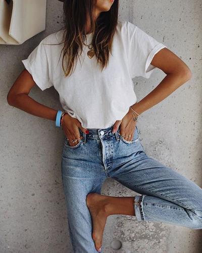 stylizacje z białym T-shirtem
