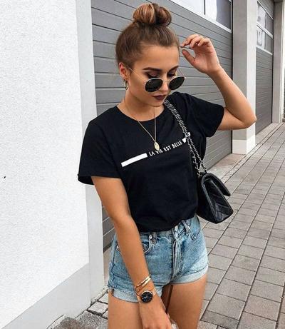 stylizacje z czarnym T-shirtem