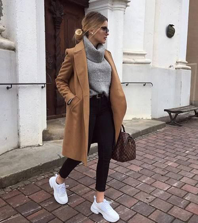 stylizacje z beżowym płaszczem