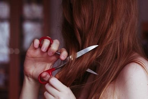 Jak obciąć sobie włosy w domu?