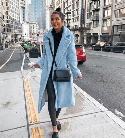 stylizacje z błękitnym płaszczem