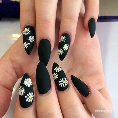 kwiatowe wzorki na paznokcie