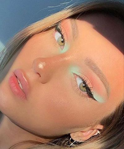 Kolorowe makijaże na lato